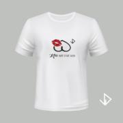 T-shirt wit opdruk zwart Kiss my fat ass   Vinesdutch en BeU Marketing & PR